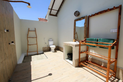 gallery/garden bungalow private bathroom 2